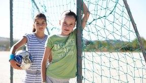 Los cambios hormonales durante la pubertad desencadenan los cambios de comportamiento en las niñas y los niños preadolescentes.