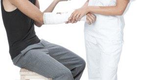 Los brazos fracturados deben inmovilizarse para permitir que el hueso cicatrice.