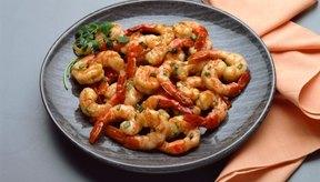 Los camarones asiáticos glaseados son un plato rico en proteínas.