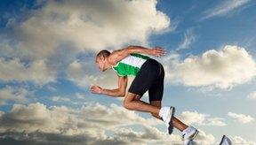 Los velocistas necesitan poner las manos en forma recta, el torso erguido y mirar hacia adelante.