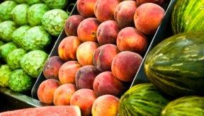 Comer alimentos bajos en proteínas, fósforo, sodio y potasio, reduce los niveles de creatinina.