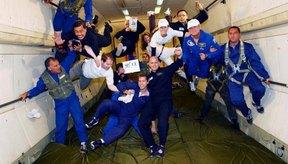 Los astronautas en el espacio tienen masa pero no peso.