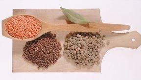 La fenilalanina es un aminoácido esencial presente en alimentos como las lentejas.