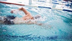 Las competencias de natación se definen a menudo por el uso de un estilo en particular.