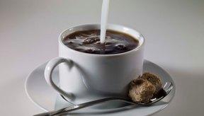 Las bebidas con cafeína, tales como el café, pueden provocar un estallido de síndrome de intestino irritable.