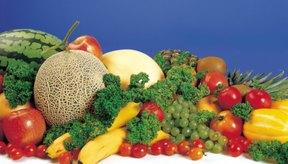 Las frutas y las verduras son buenas fuentes de potasio y de vitamina K.