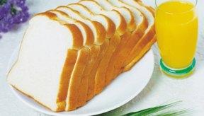 El pan blanco puede provocar problemas digestivos en las personas que tienen intolerancia al gluten.