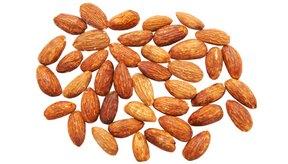 La leche de almedras Silk es un producto con almendras naturales enteras.