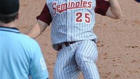 Los jugadores de béisbol universitario tienen reglas específicas de bates a seguir.