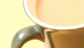 Sé tu propio barista y elabora un té chai latte en casa.