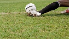 Los tobillos son a menudo pisados con los tacos durante el juego de fútbol.