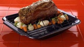Agregar humedad extra debería ayudar a crear una carne asada más tierna.