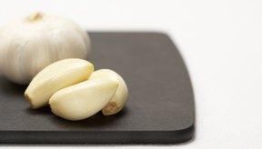Parece que el componente del ajo alicina tienen propiedades contra la infección.