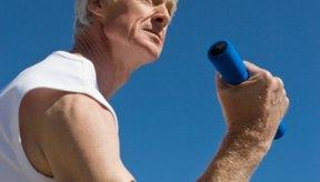 La rehabilitación después de un desgarro del bíceps debe implicar el levantamiento de pesas ligeras.