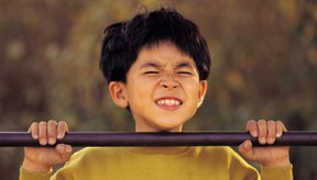 Las dominadas desarrollan los músculos de tus brazos, hombros y torso.