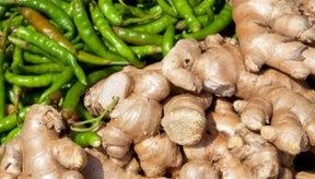 En su estado natural, el jengibre es una raíz dura que emite un fuerte olor al ser cortada.