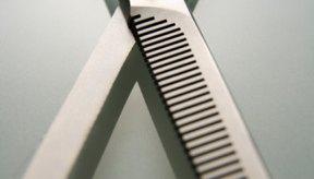 Las tijeras de entresacar son una herramienta que se ve como tijeras, pero en lugar de cortar una sección del cabello, toma y corta algunos mechones de pelo y deja a otros.
