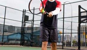 Los números en las pelotas de tenis ayudan a los jugadores a identificar las pelotas en la cancha contigua.