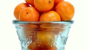 Las naranjas contienen vitamina C, la cual es esencial para la producción del colágeno.