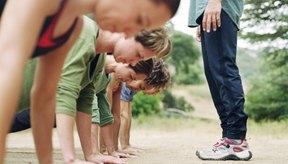 Los ejercicios militares de entrenamiento físico se centran en los pectorales, abdominales y en correr.