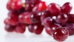 Las antocianinas le dan a las frutas su color morado.