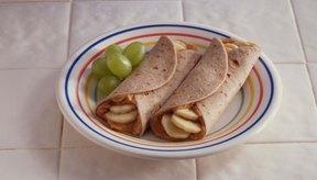 La mantequilla de cacahuete, las frutas y los cereales son seguros para comer si tienes gota.