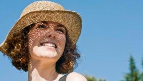 La pantalla solar y los sombreros pueden proteger tu cuero cabelludo.
