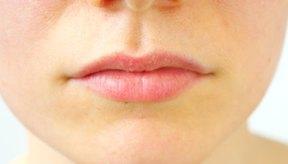 El alumbre es un ingrediente común en productos antienvejecimiento, como las cremas para las arrugas.
