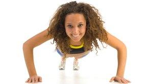Las mujeres deben ser capaces de hacer al menos 13 flexiones tradicionales.