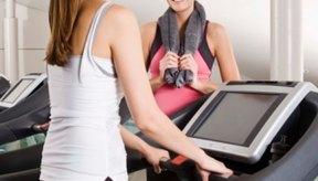 Puedes quemar calorías tanto en la caminadora como en la bicicleta estacionaria.