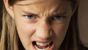 Las actividades artísticas y manualidades pueden ayudar a los niños a expresar su enojo de manera saludable.