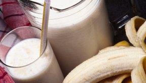 La creatina en polvo puede ser agregada a batidos de frutas o proteicos.