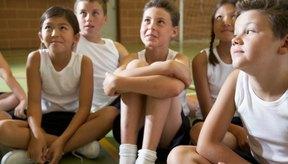 Implementa juegos divertidos en la clase de gimnasia para incrementar el interés y disfrute de los niños.