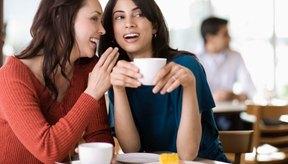 Una hora de chismes quema suficientes calorías para disfrutar tu café con crema y azúcar.