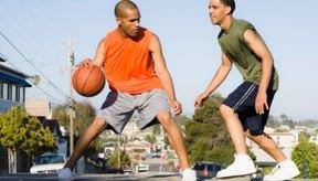Quemas más calorías jugando un partido de baloncesto que tirando al aro.
