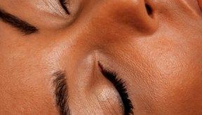 El lavado diario ayuda a mantener tu rostro sin aceite o grasa.