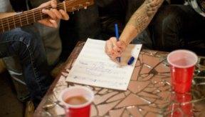 Los tatuajes artísticos son populares entre hombres y mujeres jóvenes.
