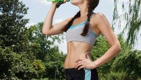 Envolver tu abdomen provoca pérdida de fluidos, los que recuperas al tomar líquidos.