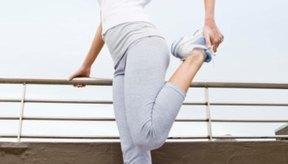 Utiliza un barandal, una silla o la pared para mantener el equilibrio, si se te dificulta permanecer sobre una pierna.