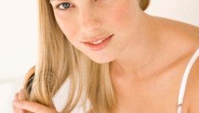 El subdesarrollo de los senos puede ocasionar dificultades para las mujeres al amamantar.