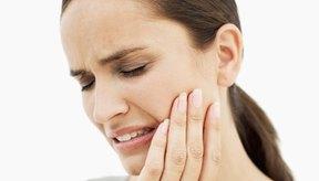 Los antibióticos pueden tratar infecciones en el hueso y la encía, pero no pueden penetrar en los canales profundos del diente.