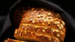 Los panes integrales contienen carbohidratos complejos.