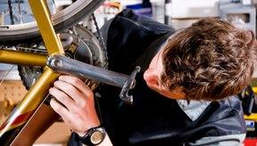 El poste del asiento de la bicicleta es el tubo de metal que se extiende hacia arriba desde el marco y se conecta con el asiento.
