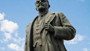 Una revolución comunista en un estado capitalista es un ejemplo de desviación rebelde.