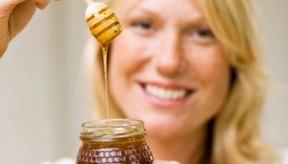 La miel no sólo es buena para comer, sino que también lo es para tu cara.