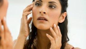 Humecta la piel seca del contorno de tus ojos con aceite de oliva.