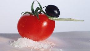 Los alimentos frescos como las frutas y verduras tienen menos sodio que los alimentos procesados.