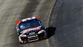 Los autos de carreras están diseñados con un mínimo de peso para lograr la máxima velocidad.