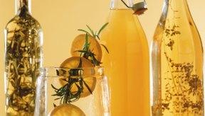 El aceite de oliva y el zumo de limón no sólo son un gran aderezo para la ensalada sino que también puedes utilizarlos como remedios caseros para la piel.