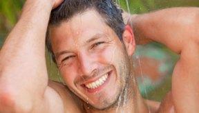 Demasiada agua por nadar o ducharse pueden resecar tu cabello.